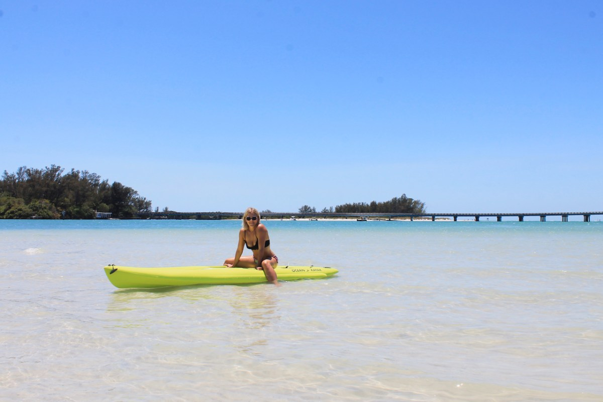 Stand Up Paddle Boarding in Longboat Key/Sarasota Bay (Happy Paddler)