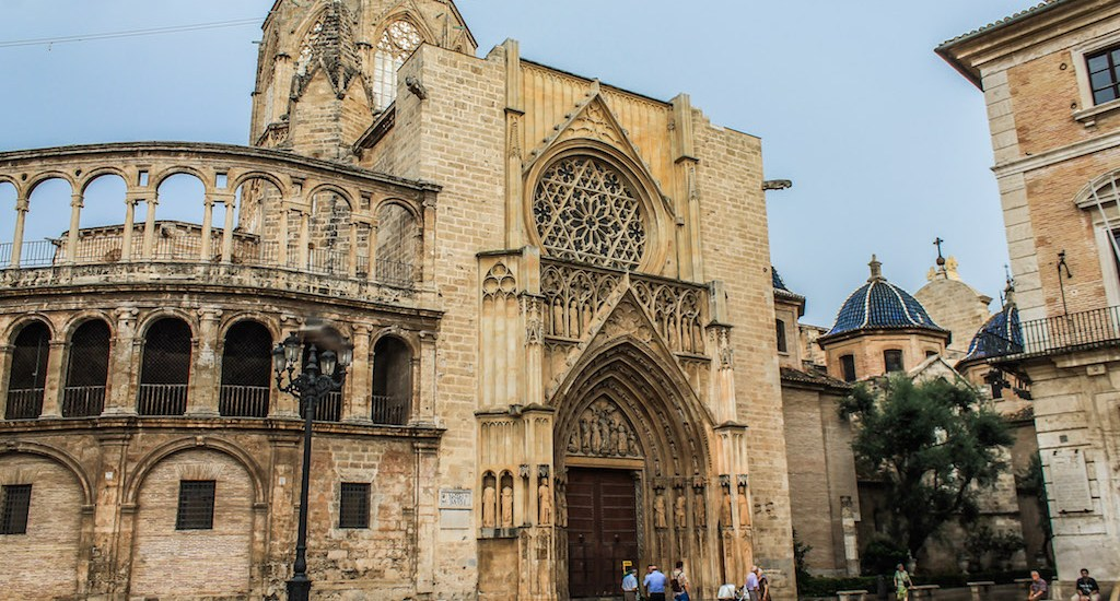 valencia-travel-guide-weekend-trip-itinerary-travel-guide-spain-top-things-to-do-restaurants-bars