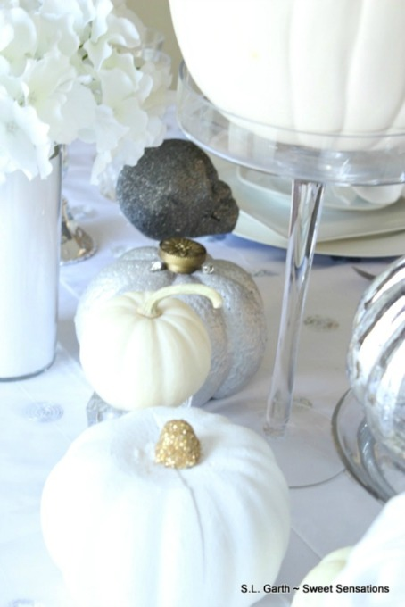 Diner en Blanc is a dining event that is spreading to more cities across the country. Here is my version of Halloween En Blanc.