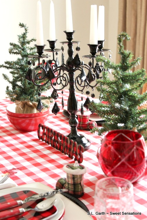 To keep this setting bright and cheery, I went with Simple Plaid Holiday Table Decor.