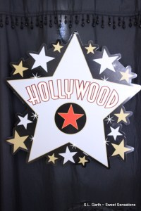 Award season isn't over yet so there's still time for you to put together a Hooray for Hollywood Tablescape.