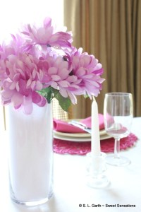 This no fuss late summer tablescape comes together in a flash. I used bright pops of color for visual impact and warmth.