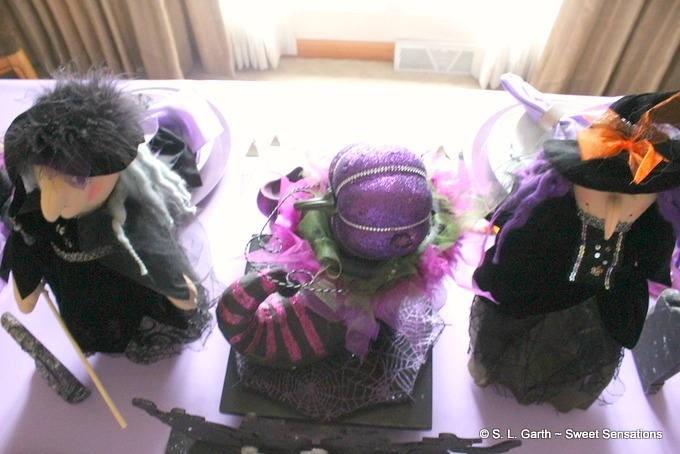 My Playful Witches Halloween Tablescape uses shades of purple as an alternative to the traditional color palette.