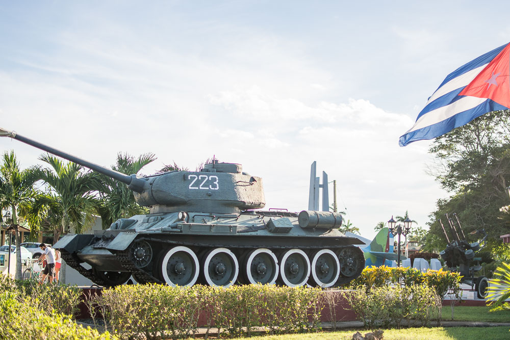 Battle tanks in Playa Girón