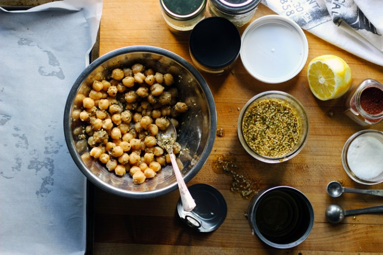 California Za'atar Roasted Chickpeas | www.thetableofcontents.co