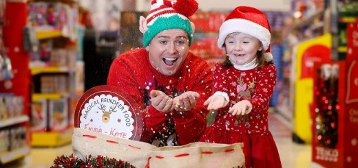 brian-ormond-emma-kate-kelly-ogrady-4-from-straffan-launch-tescos-reindeer-food-for-temple-street