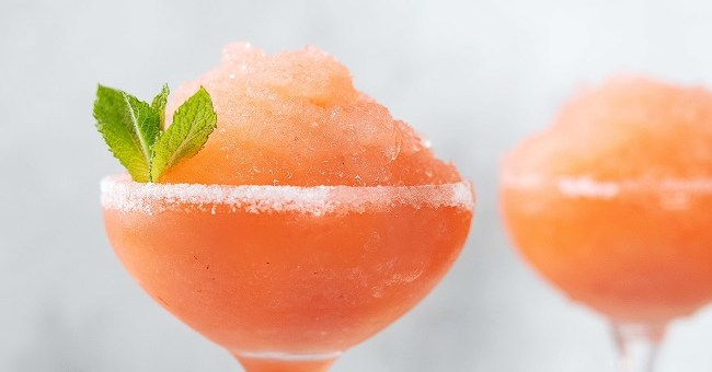 Strawberry Cinnamon Vanilla Daiquiri Recipe From Siúcra x Catherine Fulvio