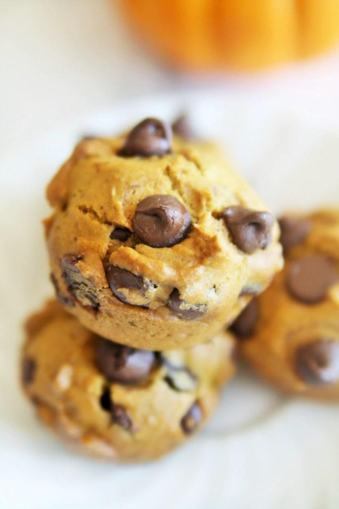 skinny-pumpkin-chocolate-chips-muffins-1