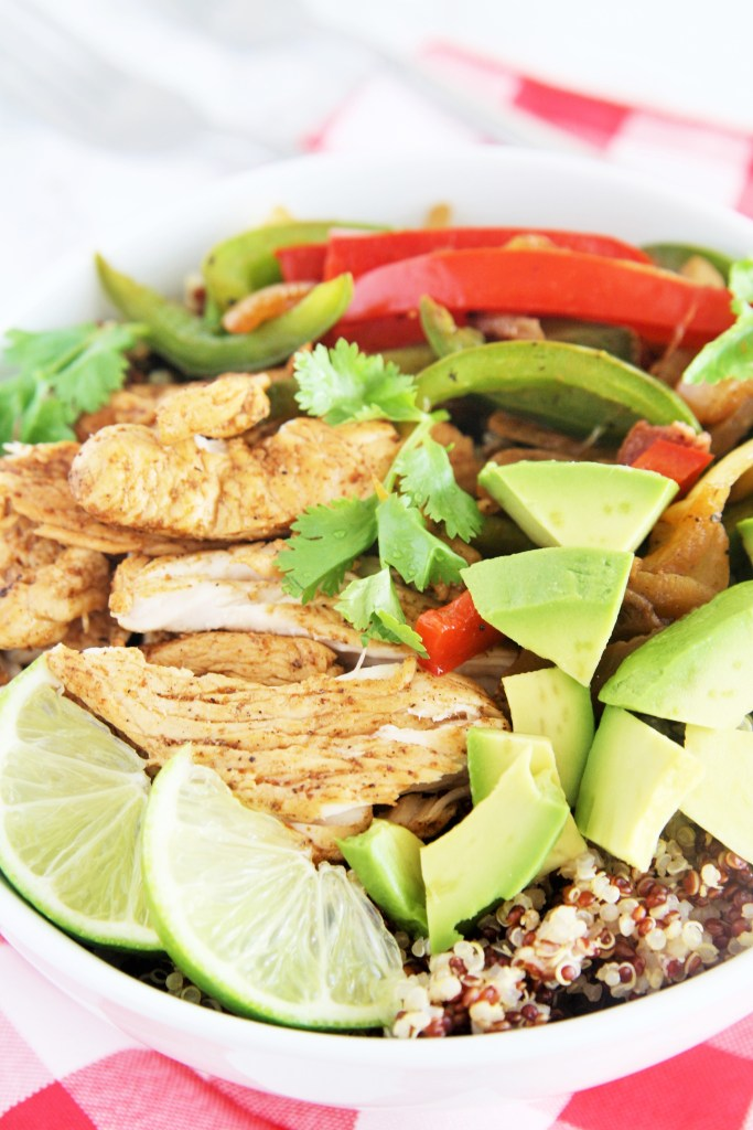 chicken-fajita-quinoa-bowl-1