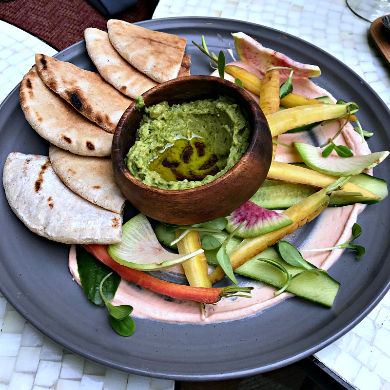 crudites with avocado hummus