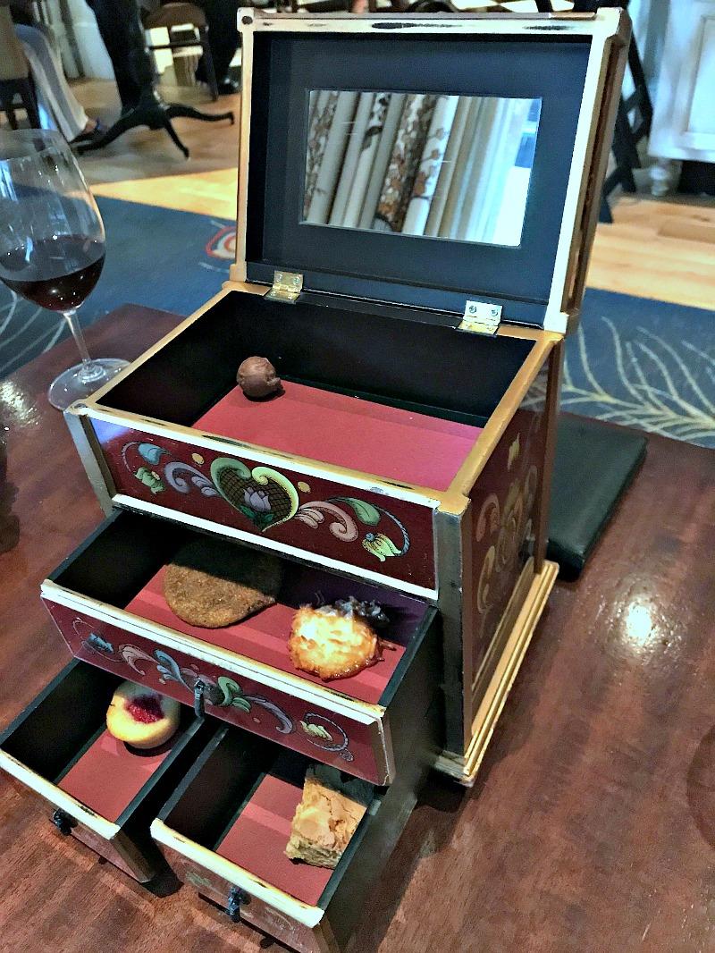 R'evolution dessert box