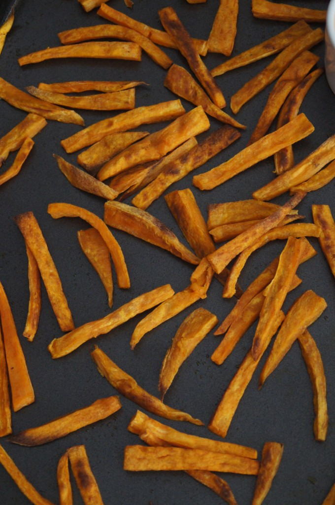 Baked Sweet Potato Fries with Sriracha Mayo Dipping Sauce