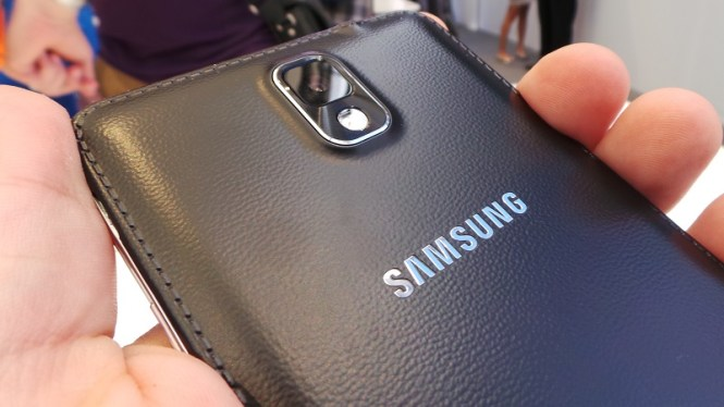 galaxy-note-3-black-leather-back