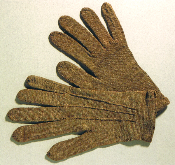 Pair of sea-silk men's gloves. Photo via National Museums of Scotland.