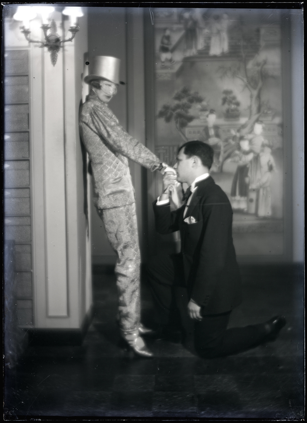 Nancy Cunard and Tristan Tzara at the ball of count de Beaumont in 1924. Photographed by Man Ray © Man Ray Trust - Adagp, Paris 2013 / Centre Georges Pompidou