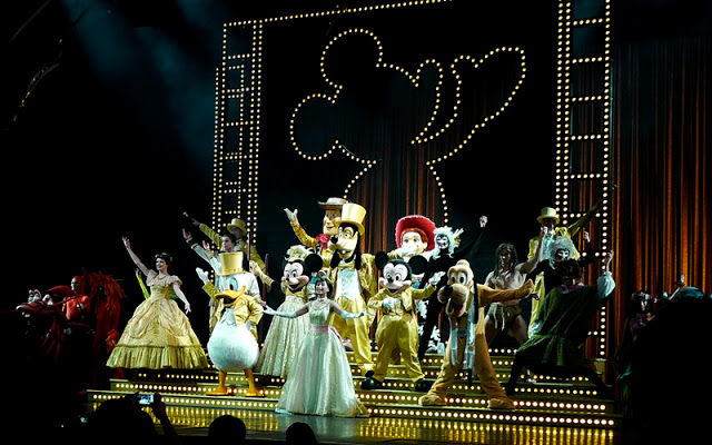 DisneyLand Resort Golden Mickey Show