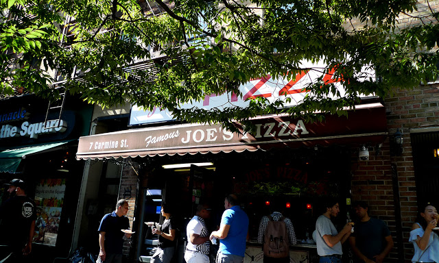 solo backpacking New York City - Joe's Pizza