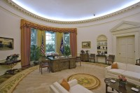 Trump decorates Oval Office in shades preferred by Reagan ...