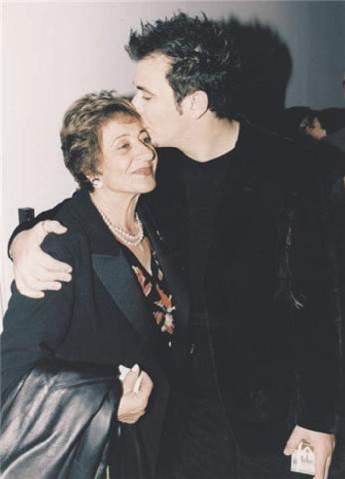 Ο Αντώνης Ρέμος με τη μητέρα του Ελένη