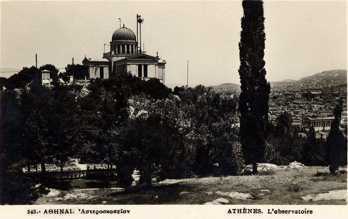 Το κτήριο Σίνα και η σφαίρα του χρόνου σε κάρτα εποχής.