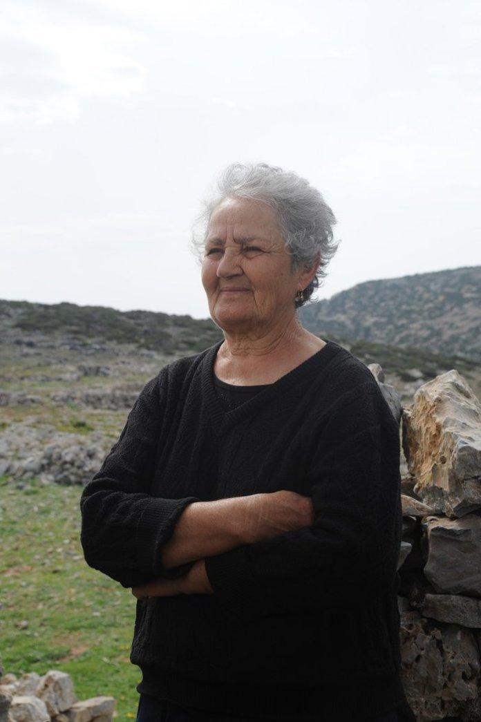Κίναρος: Ποιά είναι η κυρά Ρηνιώ, η μοναδική κάτοικος του νησιού [φωτό]