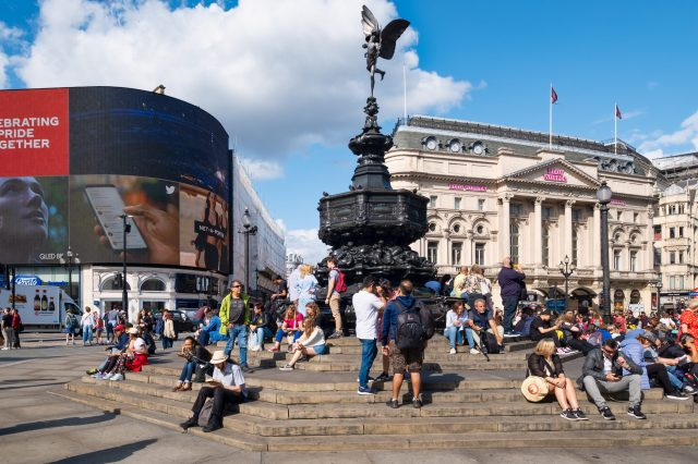 Main things to do when in london is to visit the squares, places visit london