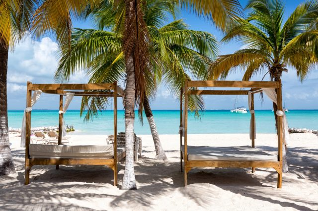 turquoise water in the north beaches of Isla Mujeres. things to do in the riviera maya. things to do riviera maya