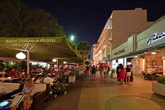 Lincoln Road Mall street scene at night. best things to do miami is shopping.