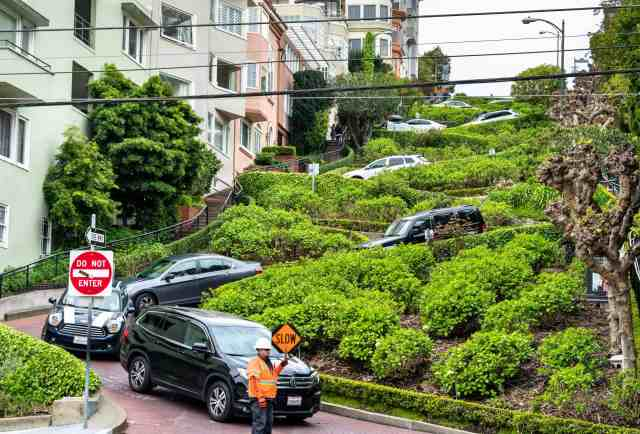 Lombard Street of san fran -attractions san francisco and things to do in sf