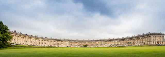 Visiting the Royal crescent. things to do in bath england. things to see in bath uk. bath things to do