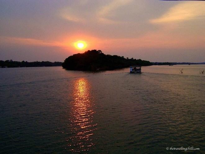 zimbabwe vicfalls victoria falls sunset boat cruise