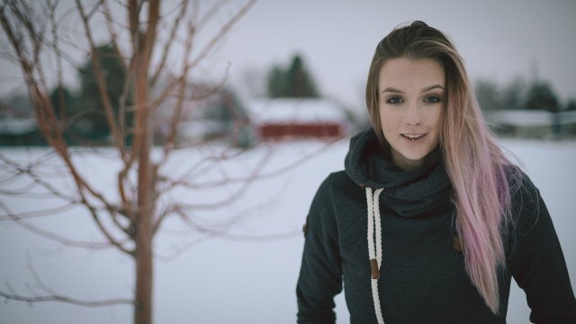 Woman underdressed during wintertime
