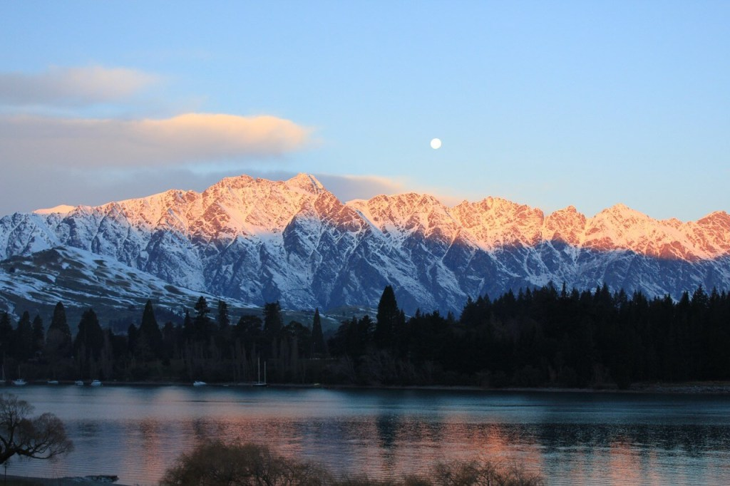 Mountains covered in snow above Lake Wakatipu in Queenstown