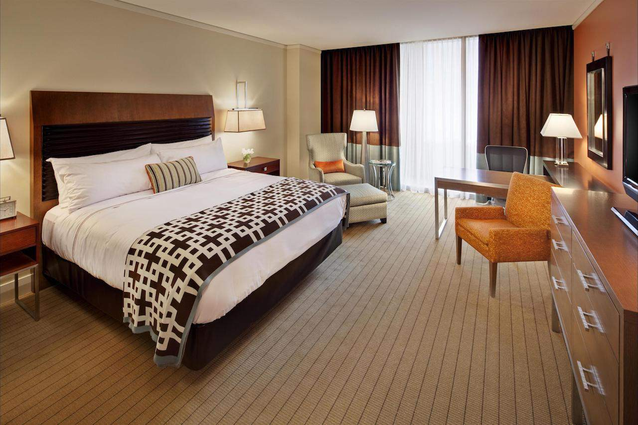 King Bed Fairmont Pittsburgh  Hotel Review: Fairmont Pittsburgh, USA King Bed Fairmont Pittsburgh