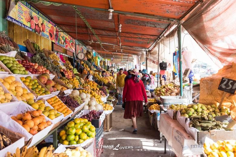 為了照顧不同需要的人,生果也有分不同價格,新鮮的會放在左邊,而沒有那麼新鮮的會放在右邊,價格相對較便宜。