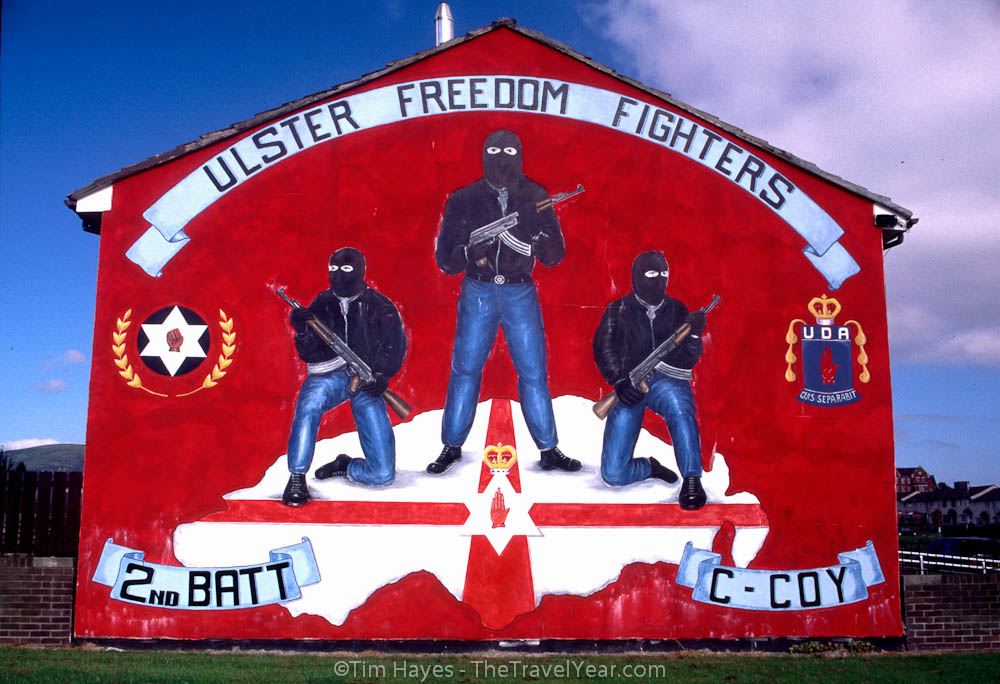 https://i0.wp.com/www.thetravelyear.com/images/photos/ire701_belfast_mural_ulster_ff.jpg