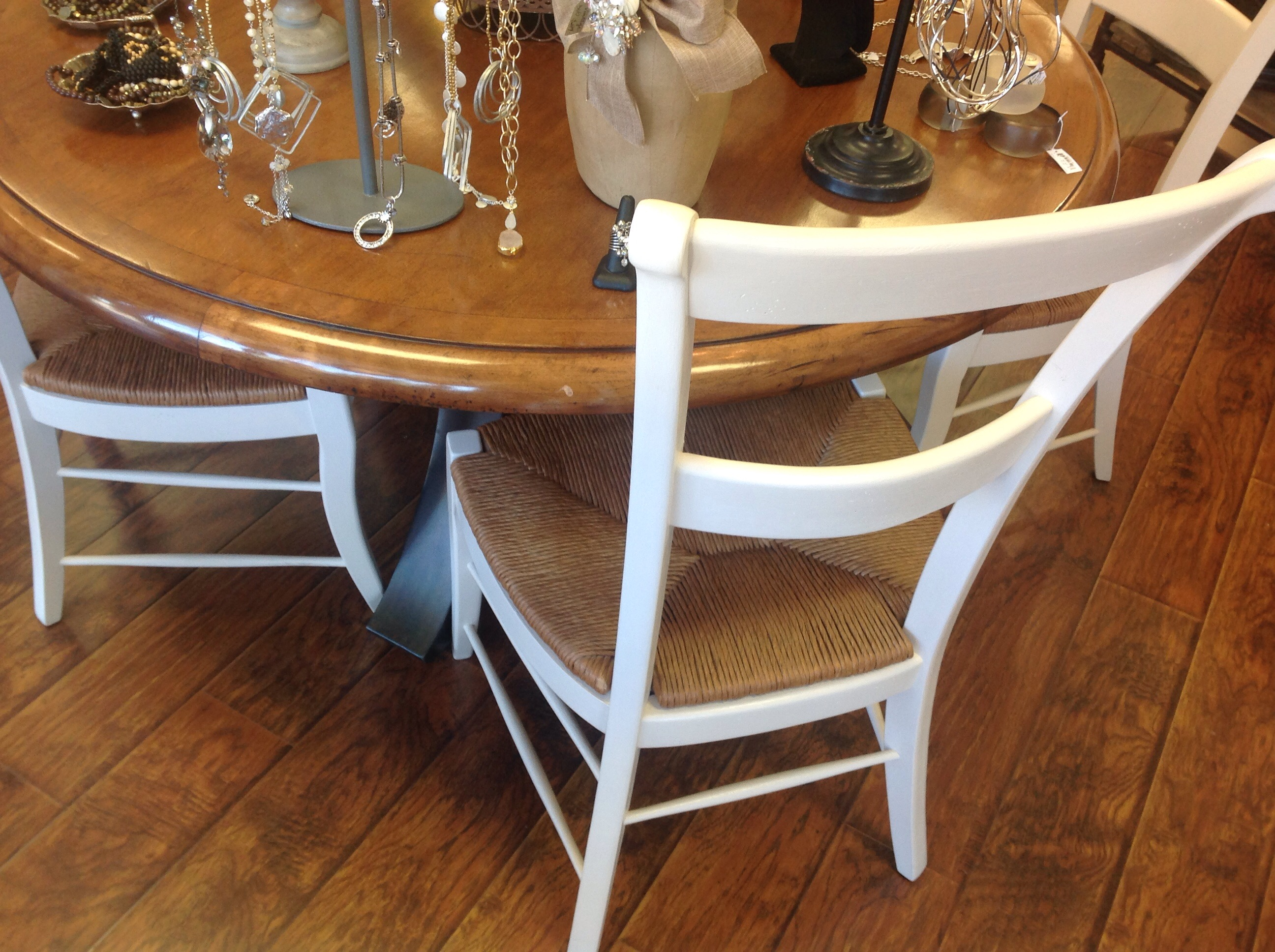 Fabulous Last up on the hit parade is this gorgeous table with the contemporary metal base It a two piece u table which makes it easier to move uto your house