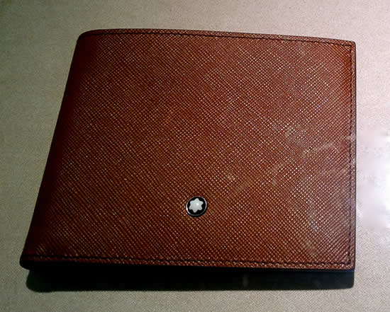 This wallet has become a must have for city life; it apparently shows that you are a professional; probably rushing between meetings.