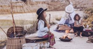 Fashionable children's clothing has recently started imitating the adult trends and therefore it is no wonder that boho-inspired kids garments can be easily found around the stores as well.