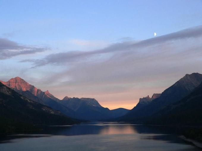 Must see: lacul Waterton din Royal Stewart Dining Room - Prince of Wales Hotel Alberta, Canada.