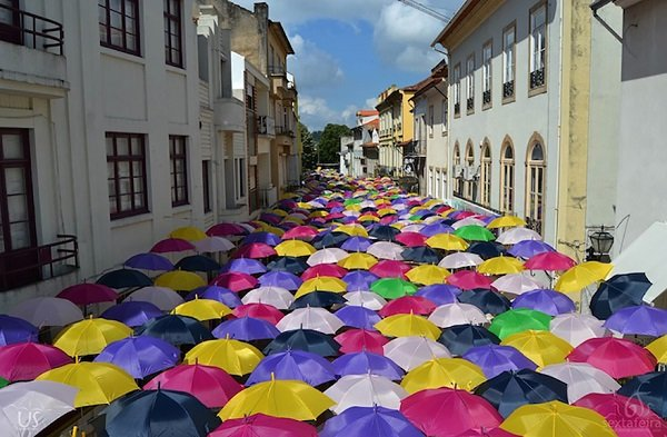 floating-umbrellas-agueda-portugal-2014-13