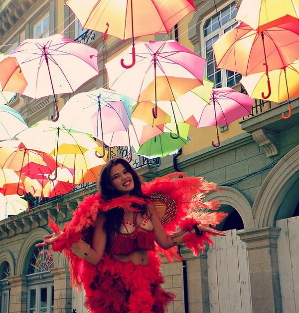 floating-umbrellas-installation-agueda-portugal-5