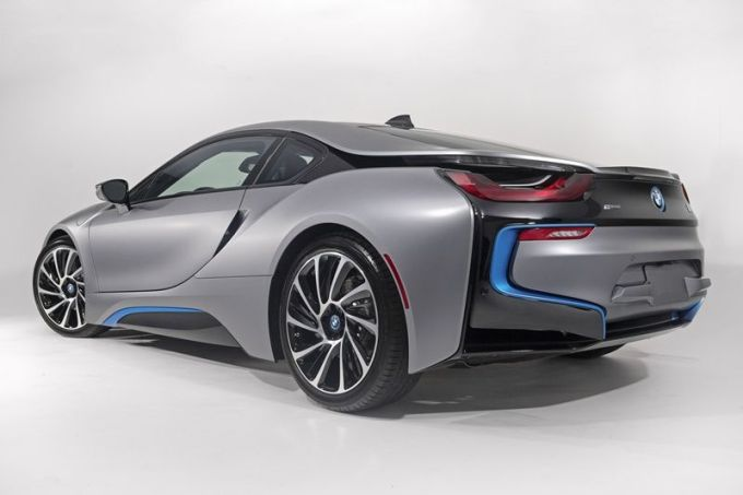BMW_i8_Concours_dElegance_Edition_small_800x533 (7)