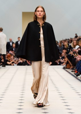 Burberry Womenswear S_S16 Collection - Look 41