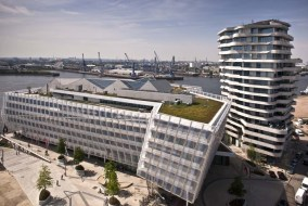 Unilever-Haus und Marco Polo Tower am Großen Grasbrook in der Hafencity.
