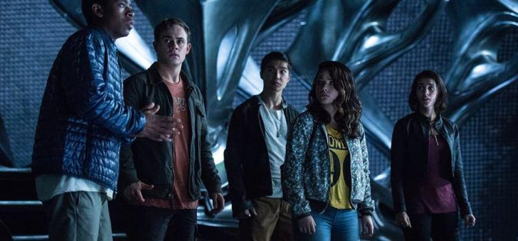 ",,Power Rangers"" readuce supereroii din seria fenomen în cinematografe"