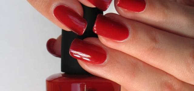 Trei soluții rapide să nu îți mai rozi unghiile