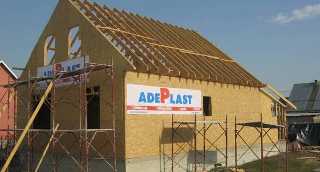"""AdePlast construieşte 15 case alături de """"Habitat"""" şi """"Bunul Samaritean"""""""