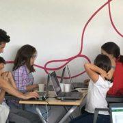 Peste 200 de copii înscriși la atelierele CoderDojo susținute de Telekom Romania