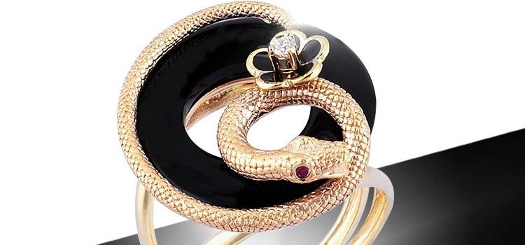 Promenada răsplătește poveștile de dragoste cu un inel cu diamant